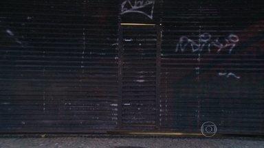 Bandidos assaltam clientes de lanchonete em Ipanema - Os bandidos levaram telefones celulares, carteiras e joias. As pessoas assaltadas deram queixa na delegacia do Leblon.