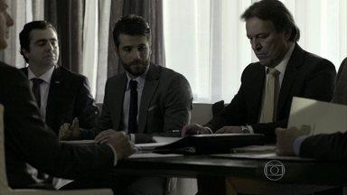 Assis apresenta Edu para Oto - O senador fica impressionado com as ideias do advogado