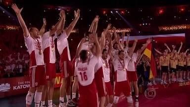 Polônia ofusca a chance de tetra do Brasil e fica com o título mundial de vôlei - Donos da casa venceram por 3 a 1.
