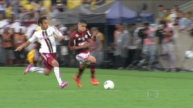Em noite de nostalgia, Flamengo e Fluminense empatam por 1 a 1 no Maracanã - Clássico é marcado por homenagem a antigo placar do estádio. No jogo, Eduardo da Silva abre o placar, e Fred iguala de cabeça.