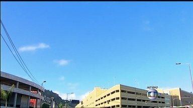 Previsão de dia ensolarado nesta terça-feira (23) no Rio de Janeiro - Um sistema de alta pressão impede a formação de nuvens carregadas e garante o dia de tempo aberto. A temperatura máxima prevista para a região metropolitana é de 28ºC.