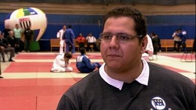 """Rafael """"Baby"""" Silva dá pausa preparação das Olimpiadas para ser comentarista - Judoca medalhista olímpico vai à etapa estadual dos Jogos Escolares"""