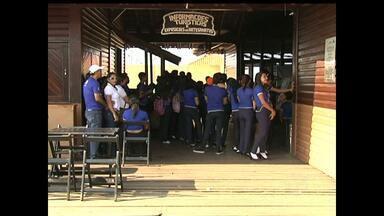 Estudantes de Santarém aprendem inglês em passeio turístico - Além de aprender um novo idioma, alunos conhecem a história dos pontos turísticos.