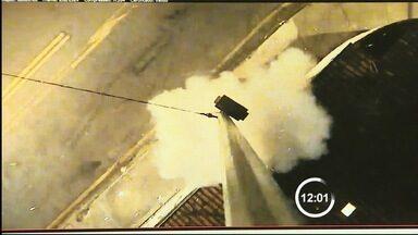 Câmera do COI de Taubaté é alvo de criminosos no Esplanada Santa Terezinha - Uma bomba foi usada na ação desta terça-feira (23); local foi atacado pela 2ª vez em 3 meses.