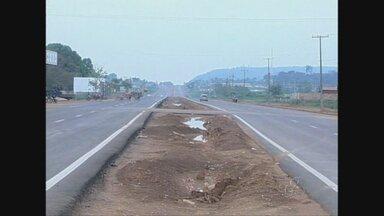 Duplicação da BR-425, em Guajará-Mirim, aumentam riscos de acidentes - Falta de sinalização piora a situação do local.