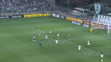 Galo vence o Santos e sobe para quarto na tabela do Brasileirão - O Santos tentou reagir, mas não deu.