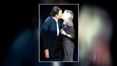 Luiza Possi comenta beijo de Julio Iglesias - Luiza fez uma participação no show de Iglesias em São Paulo