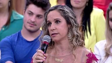 Da platéia, Vânia conta como enfrentou o câncer de mama com o apoio do marido - Brasil deve registrar 57 mil novos casos de câncer de mama em 2014