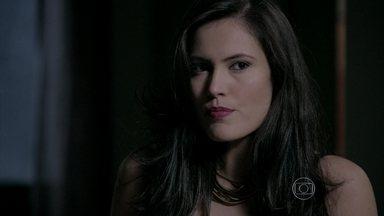 Carmem é desprezada por Orville - Furiosa, advogada decide seduzir Ismael
