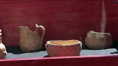 Exposição reúne peças de antiga olaria de SP - Os objetos da mais antiga olaria de São Paulo estão em uma exposição no Largo da Batata. Algumas das peças, como a caçarola e um pedaço de frigideira, têm mais de 300 anos.