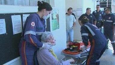 Aposentada de 70 anos escorrega em santinhos e fica ferida em São Carlos - Aposentada de 70 anos escorrega em santinhos e fica ferida em São Carlos