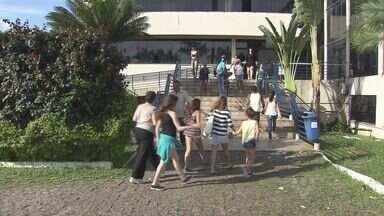 Urnas precisaram ser substituídas em Guarujá, SP - Cerca de 10% dos equipamentos apresentaram problemas na cidade. A votação também foi acompanhada em Cubatão e Bertioga.