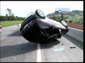 Imprudência de motorista coloca em risco a vida de cinco pessoas da mesma família no sul - Imprudência de motorista coloca em risco a vida de cinco pessoas da mesma família no sul