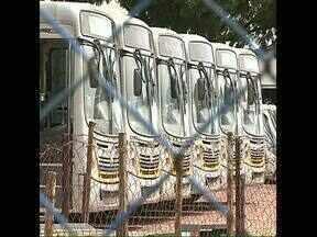 Começa greve no transporte coletivo em Arapongas - Os motoristas dos ônibus querem melhores condições de trabalho, reposição da inflação e reajuste salarial.