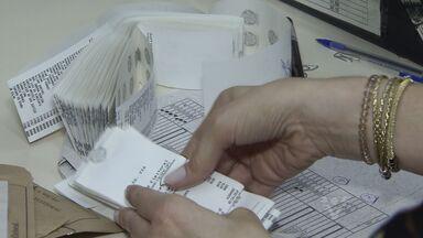 Urnas eleitorais são levadas para cartório após dia de eleições - Cartório de São Vicente mostra o trabalho após a eleição.