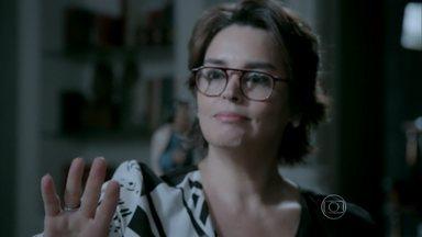 Beatriz decide procurar Enrico - Cláudio cuida dos últimos detalhes do casamento do filho e explica para Helena que não tem condições de conversar diretamente com ele
