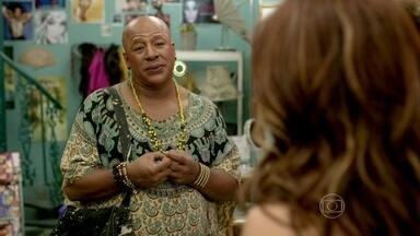Xana deixa Naná e Lorraine curiosas com sua felicidade - Cabeleireiro não fala nada sobre a conversa que teve com Antoninho