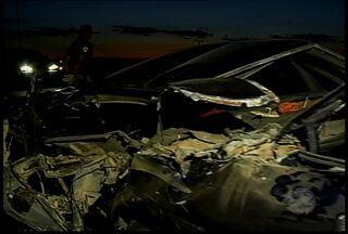 Acidente na BR-428, perto da Serra da Santa, deixou um homem morto e outro ferido - Um homem que pegava carona teve pequenas escoriações.