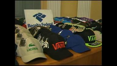 Receita Federal apreende milhares de mercadorias falsificadas - Mais de 3 mil Bonés e 2 mil óculos foram apreendidos.