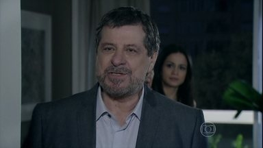 Reginaldo exige que Tuane explique por que chamou Elivaldo à sua casa - Ele fica revoltado com a presença do ex em sua casa