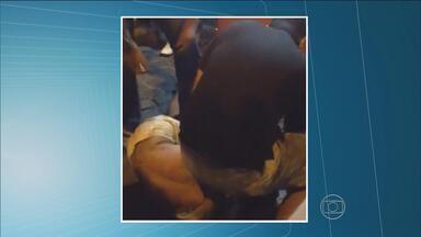 Vídeo mostra momento em que suspeito é detido após assalto no Bairro do Recife - Homem que se dizia policial militar imobilizou o rapaz que teria ameaçado com faca estudante.