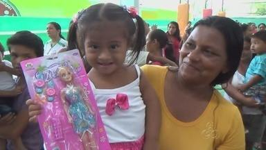 Ação social leva brinquedos a crianças de comunidades ribeirinhas de Parintins, no AM - Dia das crianças foi bastante animado; ação se estendeu por 97 comunidades rurais e ribeirinhas.
