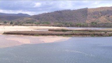 Rio Paraíba do Sul atinge o nível mais baixo dos últimos 90 anos - O Rio Paraíba do Sul também sofre com a seca. Está quase dois metros abaixo do normal para a época - o pior nível desde que a medição começou a ser feita, há 90 anos.