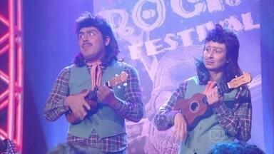 Zé Rodela e Beiradinha se apresentam em festival de rock - A dupla não agrada ao público e é expulsa do palco
