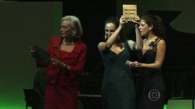 Professores recebem prêmio Educador Nota Dez em São Paulo - Dez professores de várias partes do Brasil tiveram os trabalhos escolhidos entre mais de 3000 inscritos. Eles tiveram ideias simples, viáveis, que ajudaram a renovar o conceito de ensinar nas escolas onde trabalham.