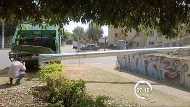 Criminosos derrubam câmera do COI no Jardim Mourisco em Taubaté - Essa é a 17ª ocorrência de ataques contra o sistema; 2 foram detidos.