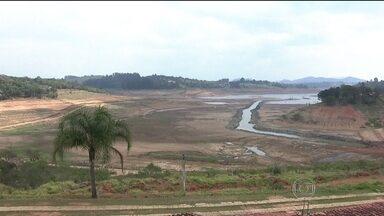 Sistema Cantareira chega ao nível de 3,5% - O solo das represas ainda está seco, apesar da garoa que cai em São Paulo. O qualidade do ar melhorou e o céu está mais limpo. Nas cidades próximas às represas, quem tem comércio e depende de turismo está quase fechando as portas.