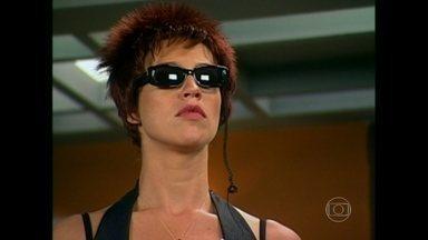 Reveja Luana Piovani no Casseta & Planeta, Urgente! - Em 2004, atriz substituiu Maria Paula na atração