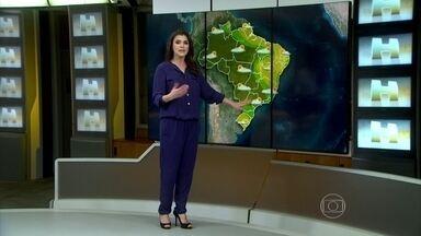 Dia de eleições deve ser de chuva em SP, RJ, MG e GO - No domingo (26), a zona de convergência de umidade ainda vai provocar chuva no norte de São Paulo, no sul do Rio, no Triângulo Mineiro e no sul de Goiás.