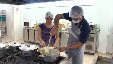 Cursos na área de culinária são promovidos na região de Luís eduardo Magalhães - O serviço é uma forma dos integrantes se profissionalizarem.