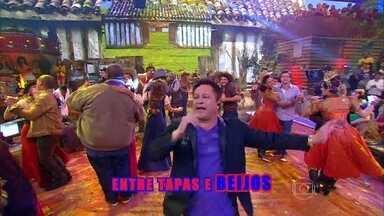 Leonardo canta 'Entre Tapas e Beijos' - Esquenta! vira uma grande festa