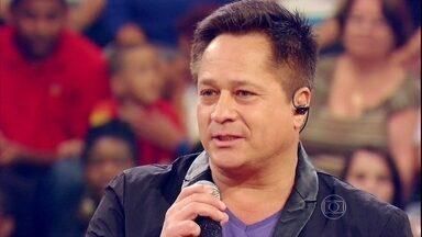 Leonardo relembra perda do irmão Leandro e acidente do filho - Cantor falou sobre momentos difíceis no palco