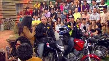 Cantor falou sobre momentos difíceis no palco - Traumatologista Dr. Marcelo participa do papo com apresentadora