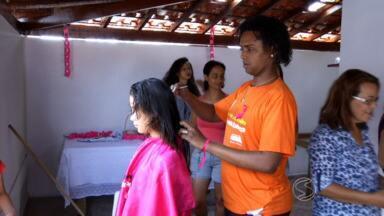 Iniciativa promove doação de cabelos para pacientes com câncer em Porto Real, RJ - 'Mulheres em Ação' aproveitou o 'Outubro Rosa' para mobilizar cabelereiros voluntários e doadores.