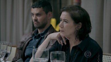 Maria Marta e José Alfredo questionam a gravidez de Du - Josué avisa ao Comendador que Cristina quer conversar com ele