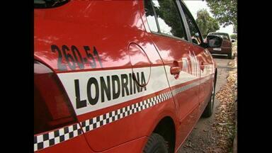 Taxista é assaltado e fica preso no porta-malas do carro em Londrina - Ele foi pegar passageiros na zona oeste da cidade e acabou surpreendido pelos bandidos.