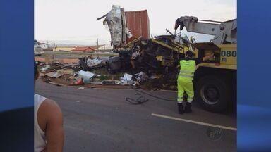 Acidente com 3 veículos deixa feridos leves em Pouso Alegre, MG - Acidente com 3 veículos deixa feridos leves em Pouso Alegre, MG
