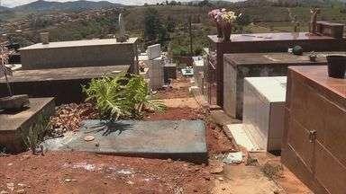 Túmulos são construídos em corredor de cemitério em Ouro Fino - Túmulos são construídos em corredor de cemitério em Ouro Fino