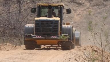 PF flagra máquinas do PAC dentro de propriedade privada em Salgueiro - Equipamentos estariam sendo usados para construir açude em terras do diretor de trânsito.