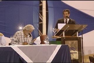 Associação de professores da Unimontes realiza debate entre candidatos à reitor - Debate foi dividido em seis blocos e concorrem 3 candidatos. A votação é no próximo dia 6.