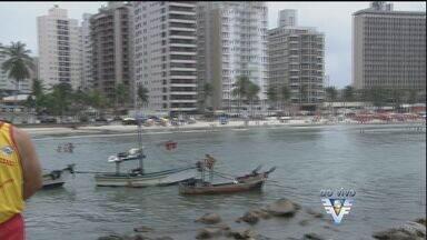 Corpo de Bombeiros orienta banhistas para evitar acidentes - Em outubro, dois turistas morreram afogados em Guarujá
