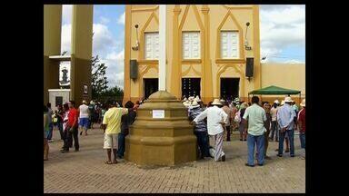 Romaria de Finados movimenta a cidade de Juazeiro do Norte - Cerca de 500 mil pessoas devem visitar a cidade até domingo.