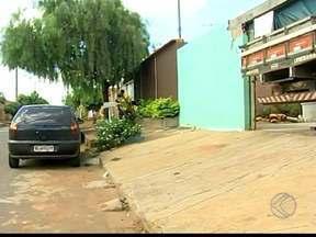 MGTV monitora serviço de asfaltamento em Uberaba após denúncia de moradores - Em agosto, o projeto Pauta Aberta da TV Integração ouviu os moradores do Bairro Residencial 2000. Secretário de infraestrutura garantiu que o problema seria resolvido em 60 dias.