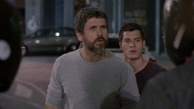 Gael e Duca enfrentam Luiz e Diego - Os motoqueiros vão embora