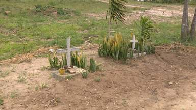 Famílias de vítimas de acidentes conservam tradição de colocar cruzes nas estradas - Cruzes e capelas guardam memória das pessoas que morreram.
