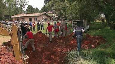 Jovem morre soterrado em obra na BR-376 - Acidente aconteceu durante a tarde, em Ponta Grossa. Funcionários trabalhavam em uma escavação